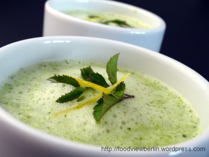 Green Asparagus Soup with Goutweed