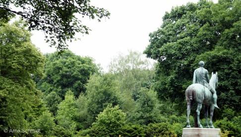 Amazone zu Pferde (Amazon on horse) - Sculpture by Louis Tuaillon (1862–1919), Berlin Tiergarten, June 2013