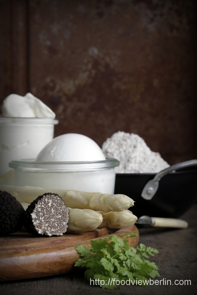 Ingredients for pizza bianca with white asparagus and fresh summer truffles