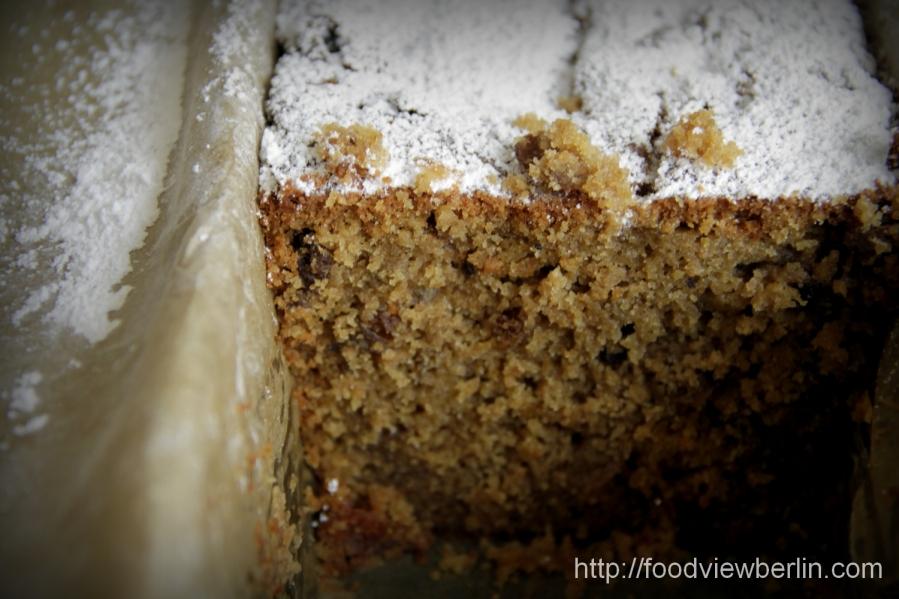 Raisin cake