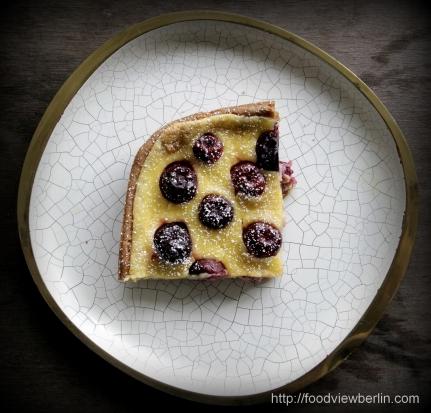 Smetana cake with cherries