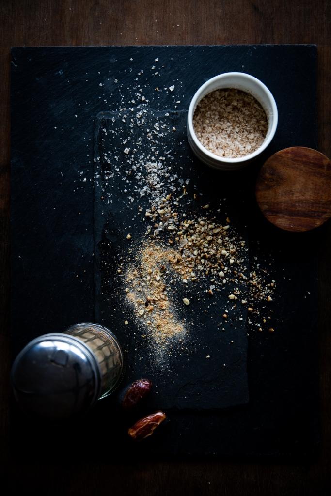 topping, pinienkerne, pine nuts, date, datteln, rauchsalz, smoked salt